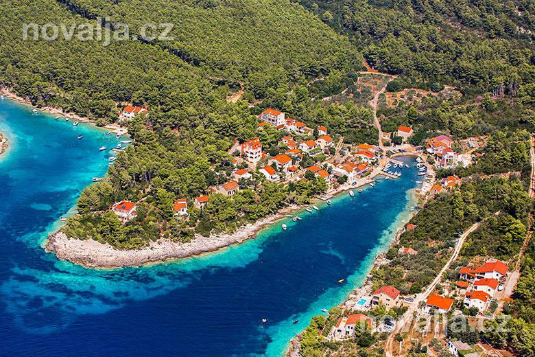 Vela Luka, Korčula, okolní zátoky