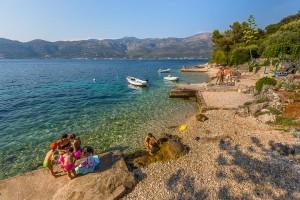 Oblázková pláž Tri žala, Korčula