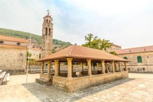 Blato - náměstí s arkádami