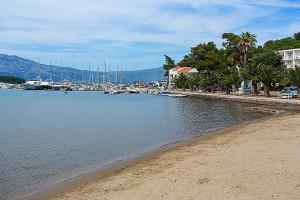 Písečná pláž v centru Lumbardy